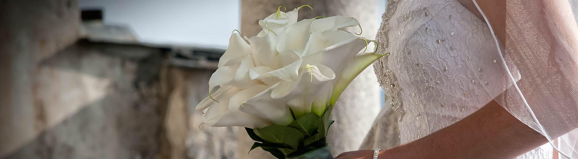 Bouquet per sposa con calle for Calle colorate non fioriscono