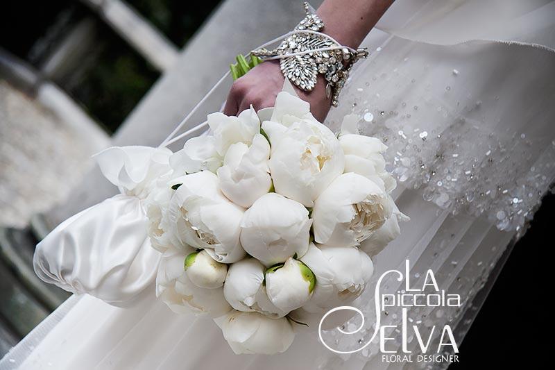 bouquet-sposa-peonie-bianche