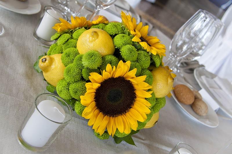 centrotavola matrimonio con girasoli e limoni