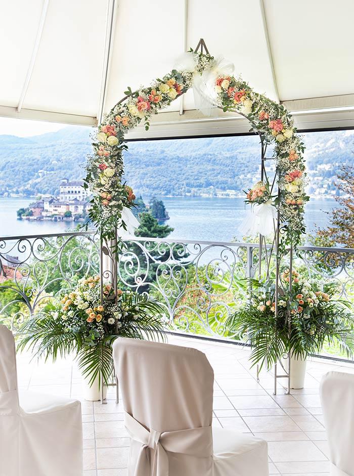 Arco floreale sul Lago d'Orta - Hotel La Bussola