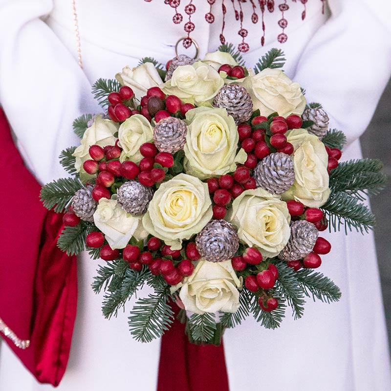 Bouquet invernale con bacche rosse
