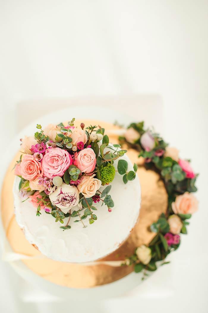 Allestimento floreale torta nuziale
