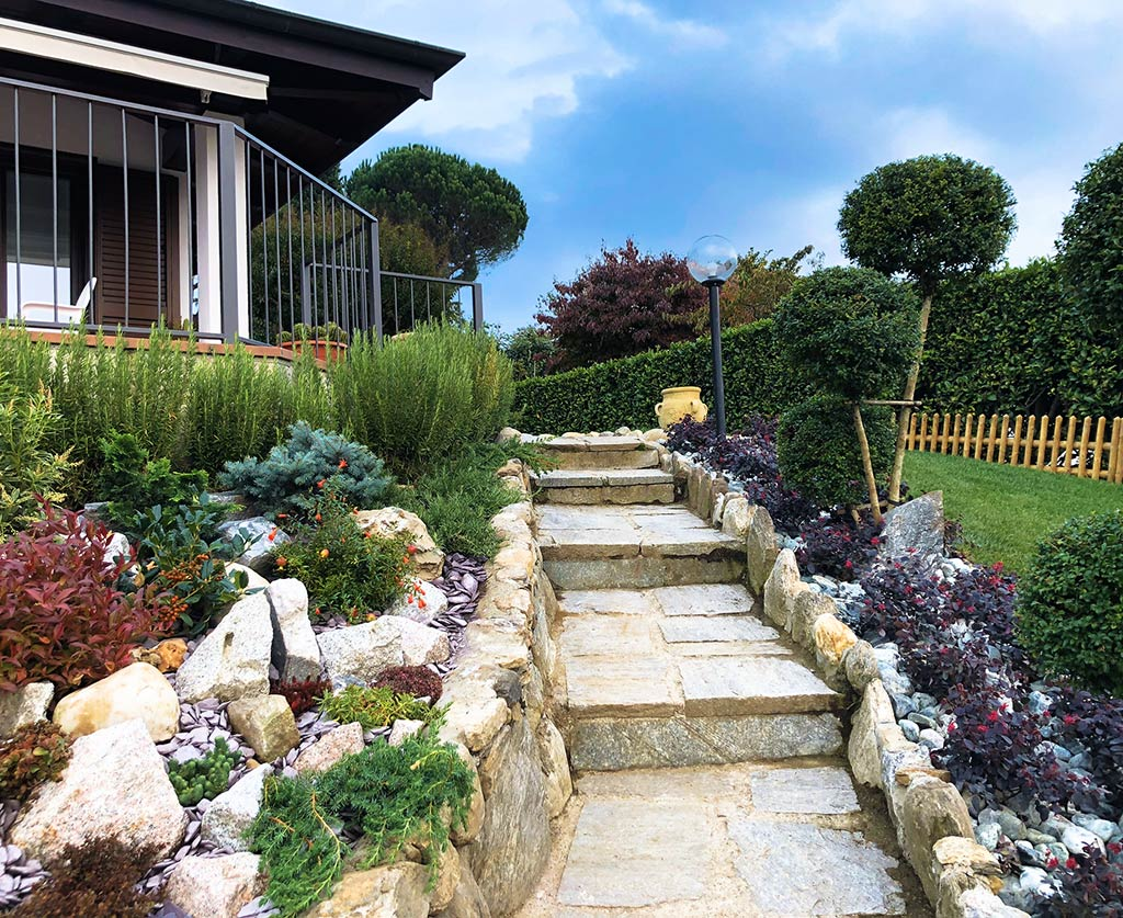 Giardinieri al Lago d'Orta: realizzazione giardini rocciosi