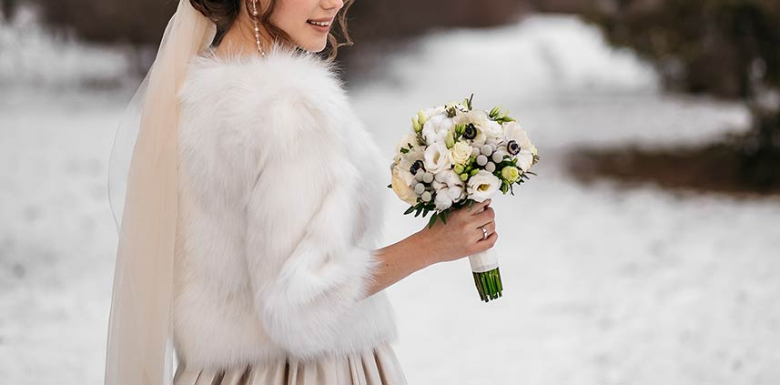 Bouquet invernale con anemoni bianchi