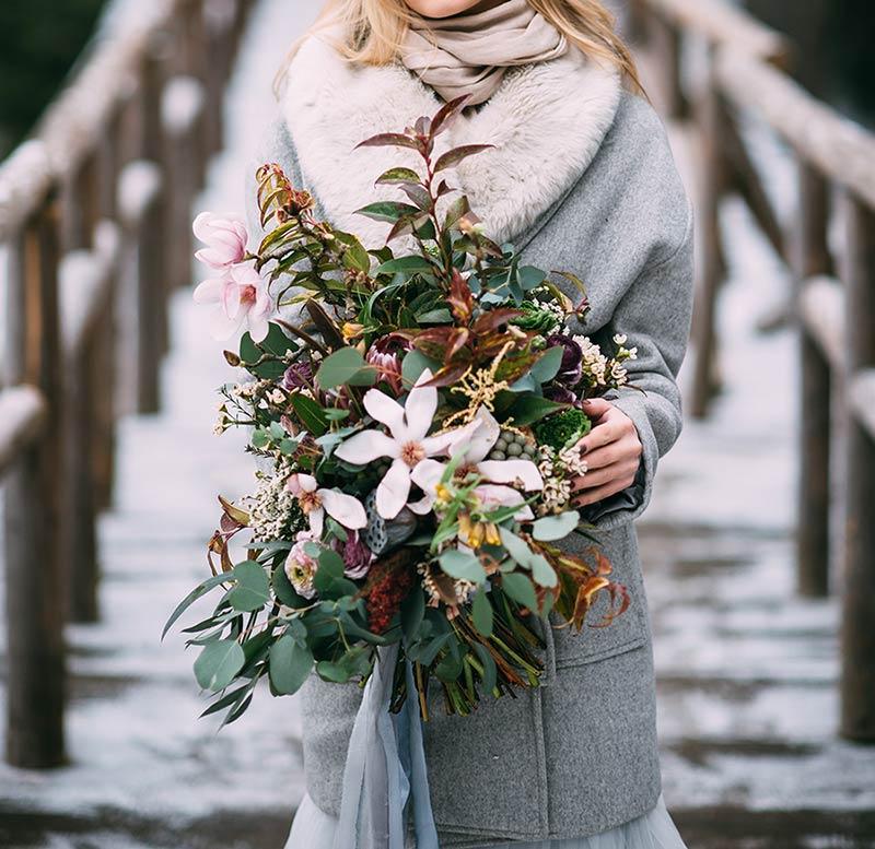 Bouquet invernale con fiori di Magnolia