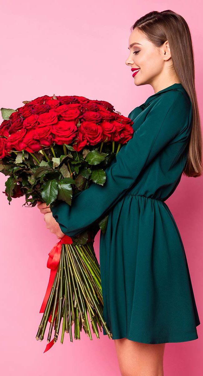 Bouquet con 100 rose rosse per San Valentino